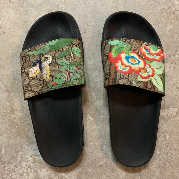 849d2ae3e Gucci Shoes - Gucci Tian pool slides (size 40)